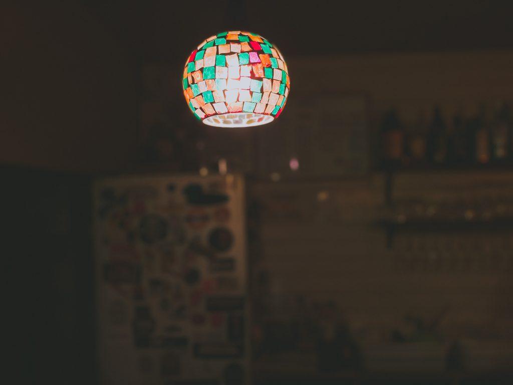 店内のおしゃれな照明